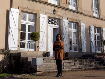 EMG outside her studio home and gallery, in Burgundy, France (photo Jules).