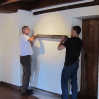 Putting up the show.Ed Moriany & assistant - HOMAGE TO BYZANTIUM Galerie: Château de Bourglinster, L-6162 Bourglinster, Luxembourg (solo)